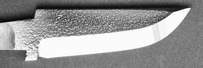 23 Blad i 13C26 stål, nålhamrad med sned skaftinfattning